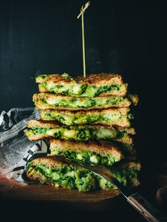 Grilled avocado, spenach and cheese sandwiches I Love Food, Good Food, Yummy Food, Vegetarian Recipes, Healthy Recipes, Food Goals, Greens Recipe, Easy Cooking