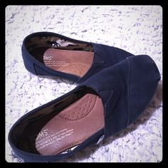 Navy blue Toms! Worn but still in great condition. Toms. Size 6.5. Slight wear on the back of one heel. Purchased from posh but unfortunately were too small... TOMS Shoes Flats & Loafers