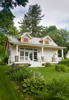 Cottage home design Cute Cottage, Cottage Style, Cottage Living, Cottage Homes, Style At Home, Cute House, Cabins And Cottages, Small Cabins, Small Cottages