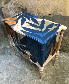 Furniture Update, Furniture Makeover, Diy Furniture, Funky Painted Furniture, Repurposed Furniture, Painted Stools, Diy Room Divider, Painted Drawers, Rental Decorating