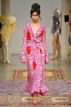 Ashish Fall 2018 Fashion Show - The Impression, Fashion News Look Fashion, Runway Fashion, High Fashion, Womens Fashion, Fashion Design, Fashion Trends, 70s Fashion, Fashion Fall, Fashion Bloggers