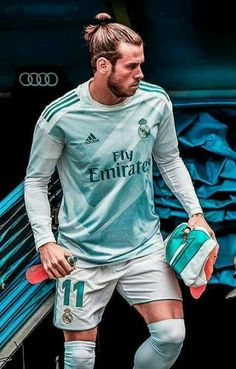 The king 😱 G Bale, Bale 11, Real Madrid Kit, Real Madrid Players, Real Madrid Football Club, Liverpool Football Club, Best Football Players, Soccer Players, Garet Bale