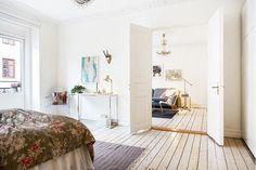 Inside a Bright and Charming Feminine Home via @domainehome
