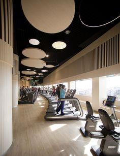 El gimnasio: Here is the new ARTIS cardio section at Reebok Sports Club in Madrid, Spain. Gym Interior, Interior Design, Gym Center, Locker Designs, Gym Club, Hotel Gym, Gym Lockers, Home Gym Design, Gym Decor