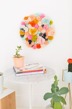 Cool DIY Ideas for Fun and Easy Crafts - DIY Pom Pom Wall Art Hanging - Awesome DIYs that Are Not Impossible To Make - Creative Do It Yourself Craft Projects for Adults, Teens and Tweens. Diy Simple, Easy Diy, Diy Wall Art, Diy Art, Cool Diy, Diy Wanddekorationen, Diy Bedroom Decor, Diy Home Decor, Mur Diy