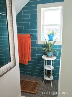 A warm look for cozy bathroom spaces. Manhattan Subway tile in a turquoise glossy finish. Bathroom Inspiration, Design Inspiration, Cozy Bathroom, Hexagon Tiles, Dream Bathrooms, Subway Tile, Tile Design, Manhattan, Ladder Decor