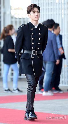 Prince of exo planet😎or is he the king now😐 Suho Exo, Kpop Exo, Exo Ot12, Chanbaek, K Pop, Kris Wu, Shinee, Looks Rihanna, Actresses
