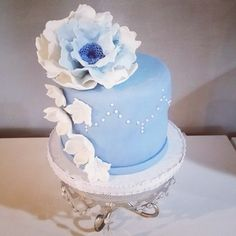 Anniversary cake/blue and white flower