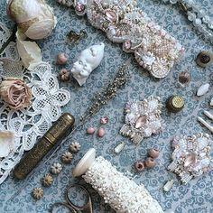 daria_berezkina - Дарья Березкина Embroidery Bracelets, Beaded Embroidery, Wedding Earrings, Beautiful Earrings, Seed Beads, Swarovski Crystals, Jewelery, Jewelry Making, Antiques