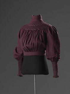 A gorgeous plum blouse/ shirtwaist from the early Edwardian era! 1890s Fashion, Edwardian Fashion, Vintage Fashion, Edwardian Clothing, Edwardian Dress, Edwardian Era, Victorian Era, Historical Costume, Historical Clothing