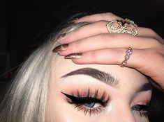 Lashes: @lasheselegance 'buster' Eyebrows: @anastasiabeverlyhills #anastasiabrows #anastasiabeverlyhills dip brow pomade 'chocolate'