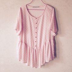 """D'après la très bonne idée de la blogueuse """" Pour mes jolis mômes"""": la robe Caroline de la République du Chiffon est devenue une blouse!! Je suis aussi restée dans le rose!!"""