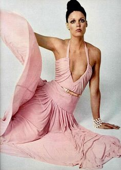 Model wearing a pastel pink evening dress for L'officiel magazine, 60s And 70s Fashion, Seventies Fashion, Retro Fashion, Fashion Vintage, High Fashion, Trendy Dresses, Nice Dresses, Fashion Dresses, Maxi Dresses