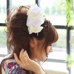 Amazon.co.jp: 蘭花モチーフ髪飾り・振袖 髪型 ホワイト(白)結婚式 和装 桜[kami]髪飾り 成人式 振袖 袴: 服&ファッション小物
