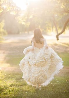 Liquid Gold – Why You Need Magic Hour Portraits for Your Wedding! Bridal photography poses and sunset light Wedding Pics, Wedding Styles, Dream Wedding, Wedding Ideas, Wedding Posing, 1920s Wedding, Bridal Shoot, Wedding Details, Bridal Gowns