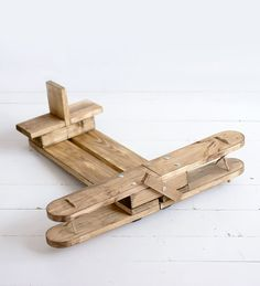 Plane for photographic sessions will add an interesting twist to your takes. The plane is made out Polish wood, it's ideal for newborn photography. Dimenions: - length: 56cm - width: 64cm - height: 19cm - length seat: 38cm - width seat: 19cm