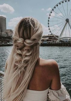 All the modern ladies who wanna flaunt some kind of best wedding hairstyles they must see here for awesome trends of braids or wedding hair looks in 2019. Try to wear this style so that you may get unique wedding hair looks appearance.