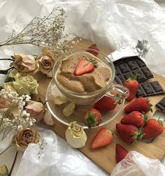 cr to the owner shared by 𝖆𝖗𝖆 on We Heart It Picnic Date, Good Food, Yummy Food, Cafe Food, Aesthetic Food, Tea Party, Cravings, Berries, Food Porn