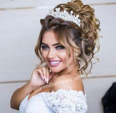 Pinterest : Princesh ✨ Bridal Hair Updo, Bridal Hair And Makeup, Wedding Hair And Makeup, Hair Makeup, Quince Hairstyles, Best Wedding Hairstyles, Bride Hairstyles, Quinceanera Hairstyles, Braut Make-up