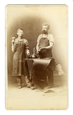 Working with leather, Old Pictures, Old Photos, Vintage Photographs, Vintage Photos, Leather Factory, Leather Apron, Leather Workshop, Old Tools, Edwardian Era