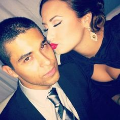 Demi Lovato Wilmer Valderrama Note