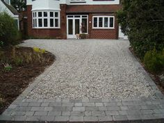 45 Inspiring Paving Stone Driveway Your Home Look Beautiful - Let's DIY Home Shingle Driveway, Rock Driveway, Driveway Apron, Driveway Blocks, Resin Driveway, Driveway Edging, Asphalt Driveway, Gravel Driveway, Driveway Entrance