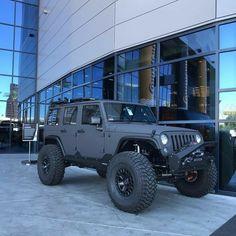 Save by Hermie Jeep Wrangler Lifted, Jeep Jku, Jeep Rubicon, Jeep Wranglers, Lifted Jeeps, Pretty Cars, Cute Cars, Jeep Cars, Jeep Truck