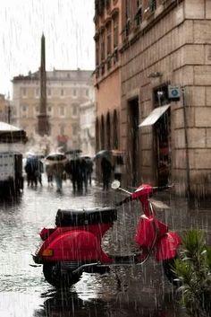 Da igual que llueve o truene, vespa por encima de todo!!! #Vespa