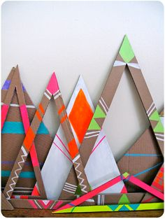 Cardboard fluo triangles - fun decorations for shop window, children rooms etc. Art Activities For Kids, Art For Kids, Crafts For Kids, Arts And Crafts, Teen Crafts, Cute Diy Crafts, Cardboard Crafts, Paper Crafts, Cardboard Display