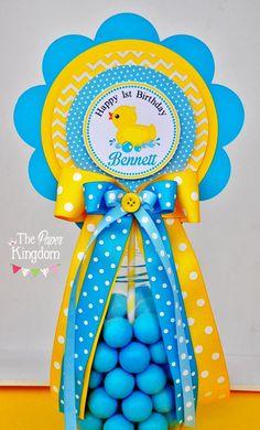 Rubber Ducky Centerpiece Rubber Ducky Baby Shower or Ducky Baby Showers, Rubber Ducky Baby Shower, Baby Shower Duck, Baby Shower Flowers, Baby Shower Winter, Baby Shower Signs, Baby Shower Themes, Shower Ideas, Baby Shower Drinks