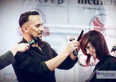 Jacek Olejniczak - stylista fryzur, podczas Jesiennych Metamorfoz w Galerii Olimpia w Bełchatowie wyczarował wspaniałe fryzury na głowach naszych uczestników. #olejniczak #hairstylist #hair #metamorfozy #lilla #fame #events