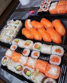 Microchip I Love Food, Good Food, Yummy Food, Sushi Recipes, Aesthetic Food, Food Cravings, My Favorite Food, Food Inspiration, Food Porn