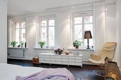 Appartement duplex à l'agencement original, inhabituel et au design intérieur simple
