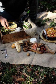 Pratos e Travessas: Piquenique de Inverno # Winter picnic Fall Picnic, Picnic Time, Beach Picnic, Summer Picnic, Picnic Parties, Country Picnic, Picnic Dinner, Picnic Mat, Outdoor Parties