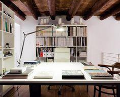 OFFICE IN GENOA / LDA Studio / Il progetto rifunzionalizza il vecchio magazzino (diventato alloggio fino agli anni '90) trasformandolo in ufficio di architettura.