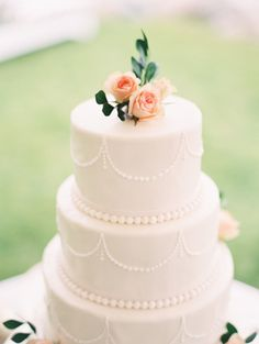 Elegant cake: http://www.stylemepretty.com/2015/04/28/elegant-colorful-lakeside-wedding/ | Photography: When He Found Her - http://www.whenhefoundher.com/