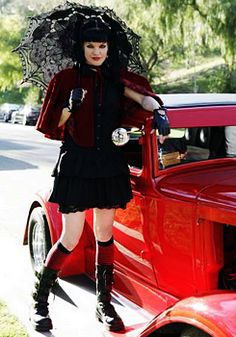 Pauley Perrette with her 1931 Ford Coupe hot rod Serie Ncis, Ncis Tv Series, Beautiful Celebrities, Beautiful Actresses, Ncis Abby Sciuto, Pauley Perrette Ncis, Ncis Characters, Ncis Cast, Goth Look