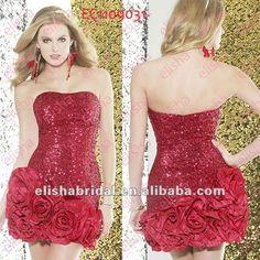 Lindo vestido curto vermelho com aplicação de rosas gigantes.
