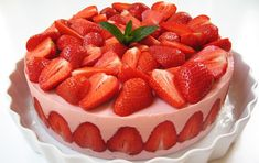 Görög Joghurtos Eper Torta (Strawberry and Greek Yoghurt Cake) Cheesy Recipes, Mexican Food Recipes, Sweet Recipes, Whole Food Recipes, Cheesecake Recipes, Cookie Recipes, Dessert Recipes, Picnic Recipes, Strawberry Cakes