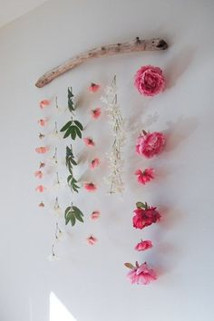 DIY Flower Wall Hanging is part of Room Decor DIY Flowers - How to make a flower wall hanging with faux flowers to celebrate Valentine's Day or Spring Can be made using materials you already have! Rustic Wall Decor, Rustic Walls, Dyi Wall Decor, Cute Diy Room Decor, Flower Room Decor, Dit Room Decor, Diy House Decor, Diy Crafts Room Decor, Bedroom Flowers