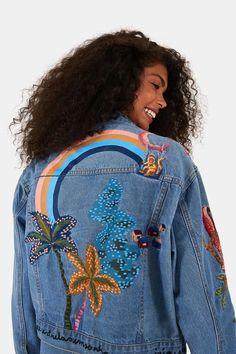 Jaqueta Sonho Na Amazônia Refarm Jeans - Farm Jeans Rosa, All Jeans, Denim, Coat, Jackets, Bee, Fashion, Long Bob Haircuts, Colorful Clothes