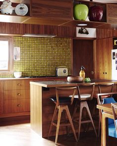 How glorious is this mid century kitchen!? Annie Price and Jamie Paterson have created a wonderful home full of everything from the 60's - we are especially loving this tiled splashback, originally from the era!! How beautiful!! And that colour - so good!! Image thanks to @thedesignfiles  Happy Wednesday to you all! #cerbis #cerbisceramics #cerbisceramicssa #adelaide #sa #southaustralia #australia #tiles #tile #showroom #display #inspo #inspiration #kitchen #bathroom #mosaics #midcentury…