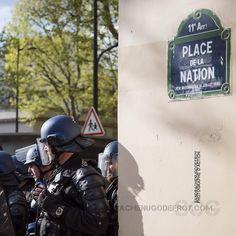 Gendarmes mobiles en attente place de la nation [Ref:1416-07-0011] #gendarmerienationale #gendarmeriemobile #egm #mo #maintiendelordre #paris #manifestation Police, Cops, Mobiles, Darth Vader, Action, France, Paris, Instagram Posts, Character