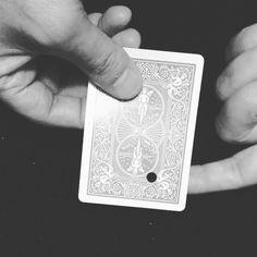 MovingHole . #cardmagic #cardician #card #magic #closeup #closeupmagic #amaizing…