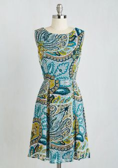 All According to Plant Dress in Paisley From the Plus Size Fashion Community at www.VintageandCurvy.com