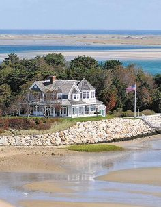 CURB APPEAL – another great example of beautiful design. The look of Nantucket Chatham, Massachusetts Coastal Homes, Coastal Living, Beach Homes, Les Hamptons, Beautiful Homes, Beautiful Places, Dream Beach Houses, House By The Sea, Mansions For Sale