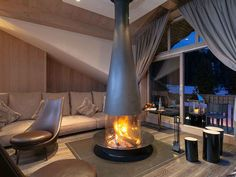 This modern wood fireplace finally puts fire on its proper stage. Floating Fireplace, Hanging Fireplace, Home Fireplace, Gas Wood Burner, Log Burner, Focus Fireplaces, Gas Fireplaces, Modern Wood Burning Stoves, Contemporary Gas Fireplace