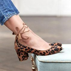 Department Name: AdultItem Type: SandalsOutsole Material: EVALining Material: PUOccasion: PartyStyle: SweetUpper Material: Faux SuedeFit: Fits true to size, tak