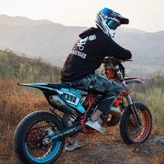 Ktm Dirt Bikes, Dirt Bike Helmets, Cool Dirt Bikes, Motocross Bikes, Sport Bikes, Triumph Motorcycles, Indian Motorcycles, Custom Motorcycles, Custom Bikes