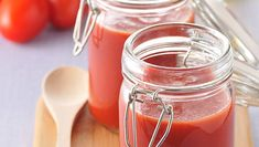 Quick and easy tomato recipes. Use up your fresh tomatoes with one of our recipes for tomatoes. We have ideas for tomato soup recipes, tomato sauce recipes, tomato pasta recipes and many more tomato recipes Easy Tomato Recipes, Tomato Pasta Recipe, Homemade Tomato Sauce, Homemade Pasta, Homemade Food, Chutney Recipes, Soup Recipes, Dinner Recipes, Recipies